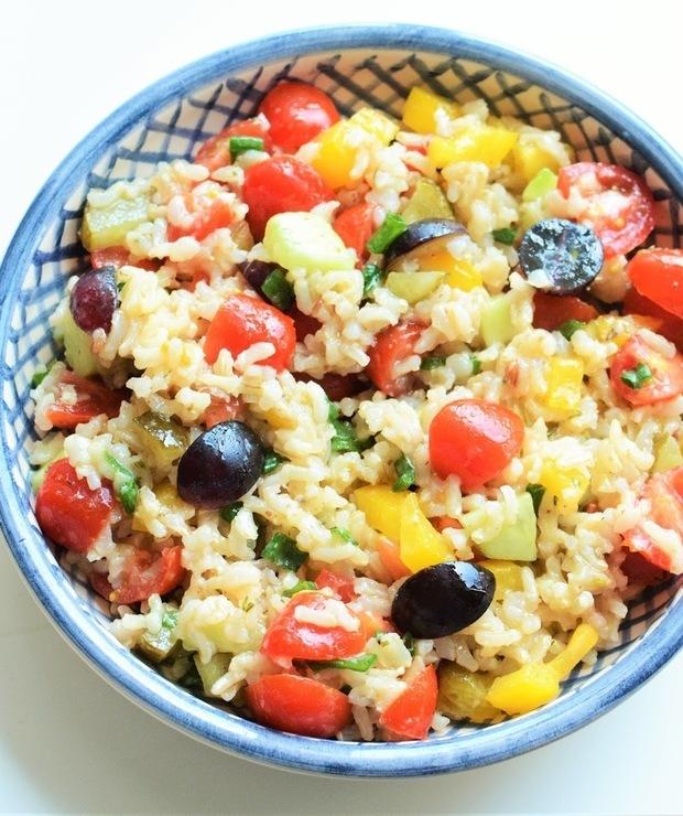 Wiosenna sałatka z brązowym ryżem i winogronami - Jarskie
