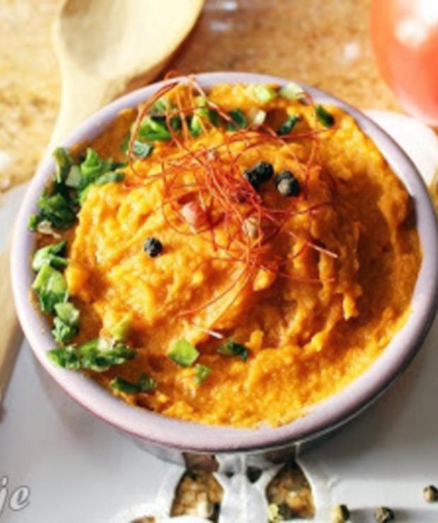 Pasta z ciecierzycy, jajek i suszonych pomidorów - Pasty do chleba
