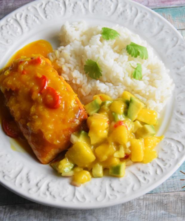 Łosoś w sosie pomarańczowo - imbirowym z salsą z mango i awokado - Łosoś