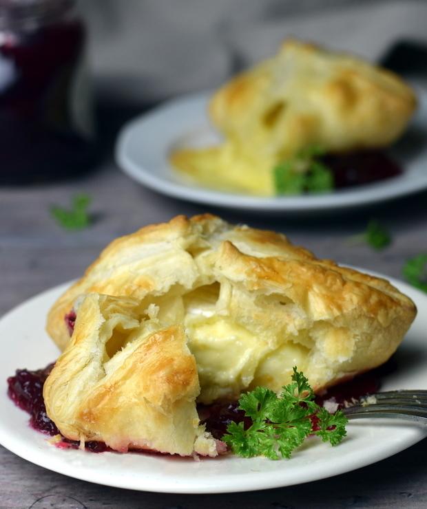 Camembert w cieście francuskim - Na gorąco