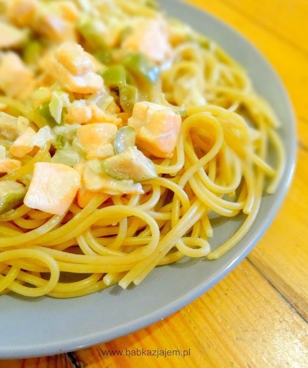 Szybkie spaghetti z łososiem i kaparami - Łosoś