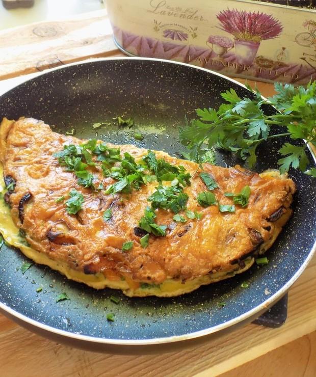 Omlet z Zieloną Pietruszką - Jajka i omlety