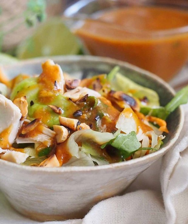 Sałatka tajska z dresingiem orzechowym / Thai salad with peanut dressing - Surówki