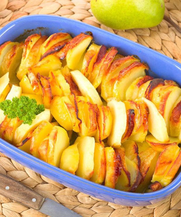 Zapiekanka z ziemniakami i gruszkami. - Jarskie