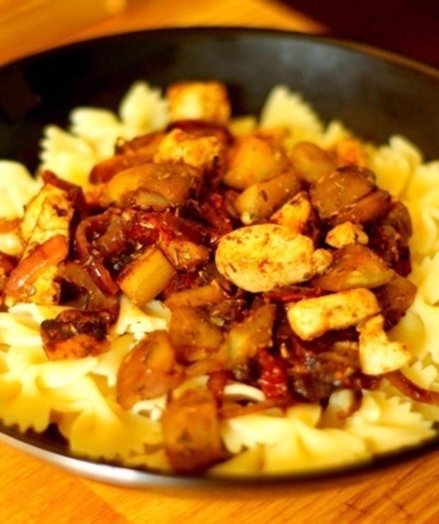 Makaron z kurczakiem i bakłażanem - Dania z makaronu
