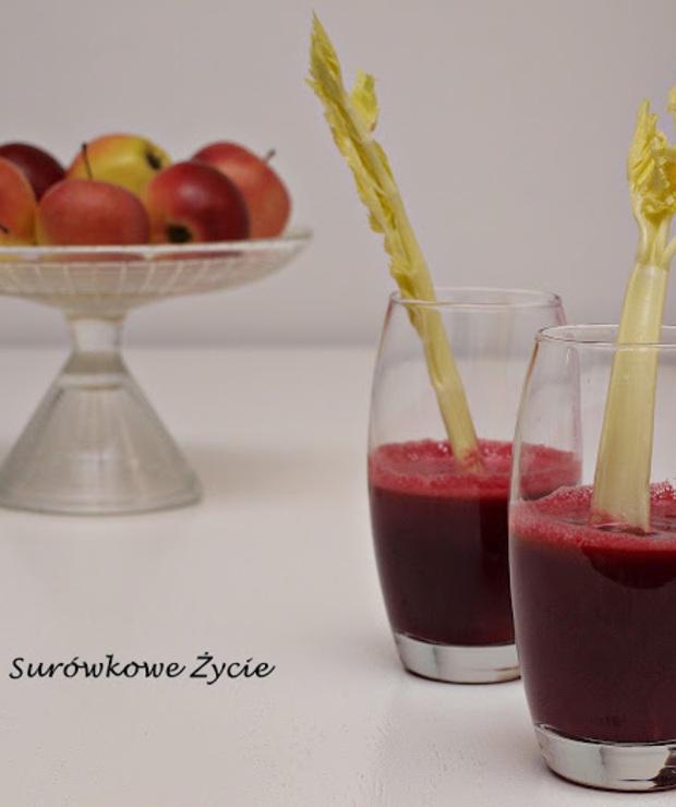Oczyszczający sok z buraka, selera, jabłka i marchewki z sokowirówki - Zimne