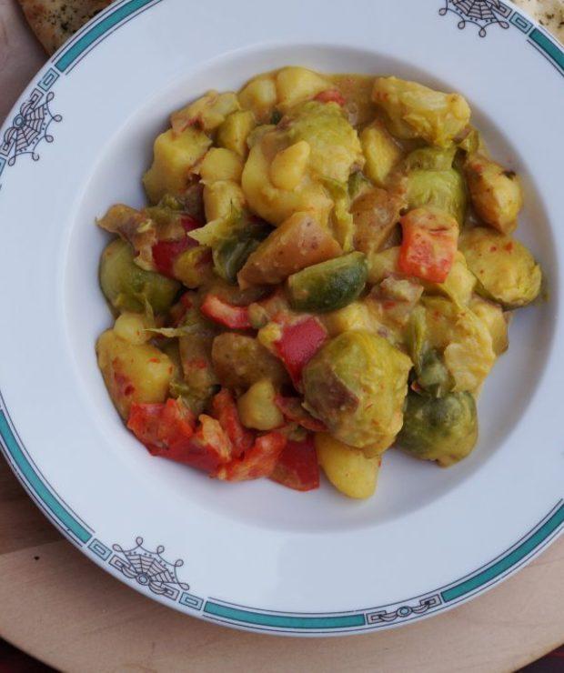 Curry z brukselką i ziemniakami - Jarskie
