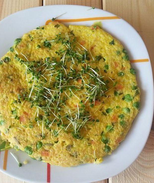 Omlet z kaszą jaglaną, marchewką i groszkiem - Jajka i omlety