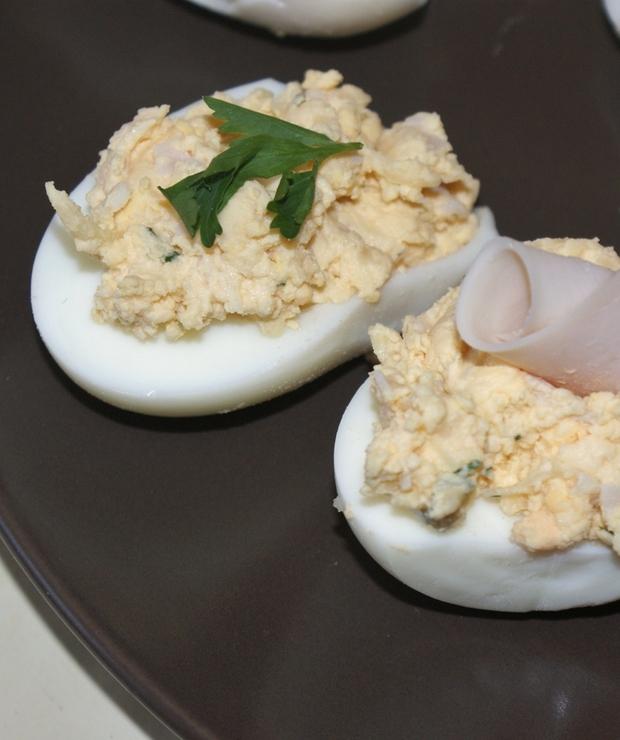 Jajka faszerowane serem żółtym - Na zimno