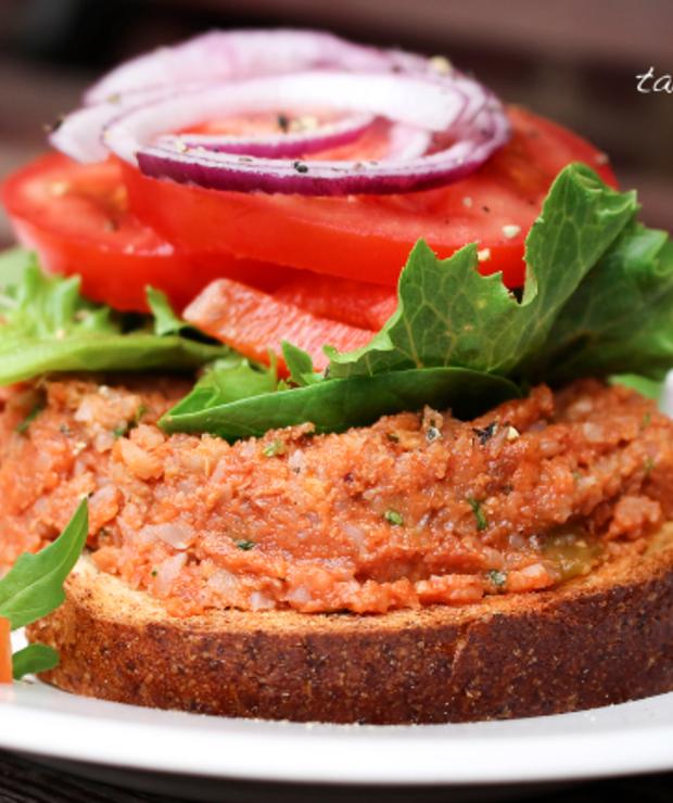 Warzywne smarowidło z kaszą gryczaną i ostrą salsą - Pasty do chleba