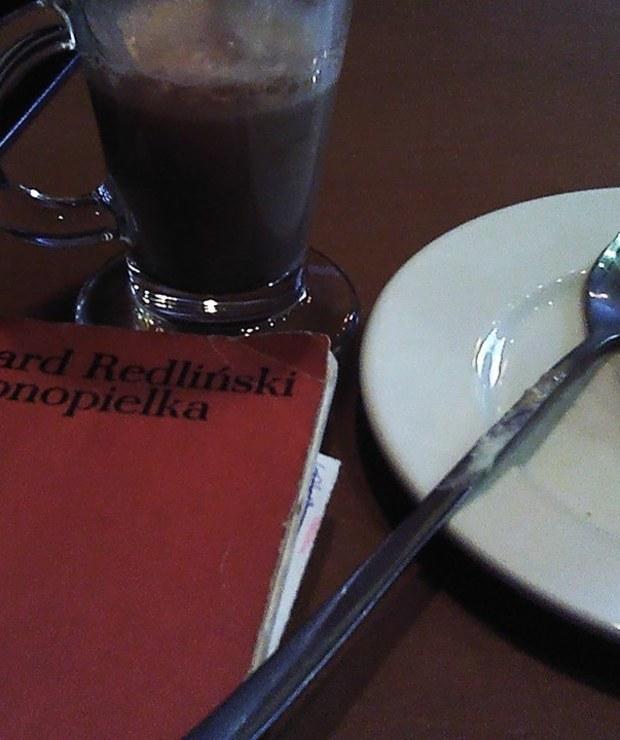 Czy w restauracji można czytać książki? - Lokale gastronomiczne