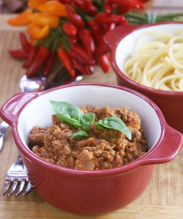 Spaghetti z lekko pikantnym sosem pomidorowym z wołowiną - Wołowina