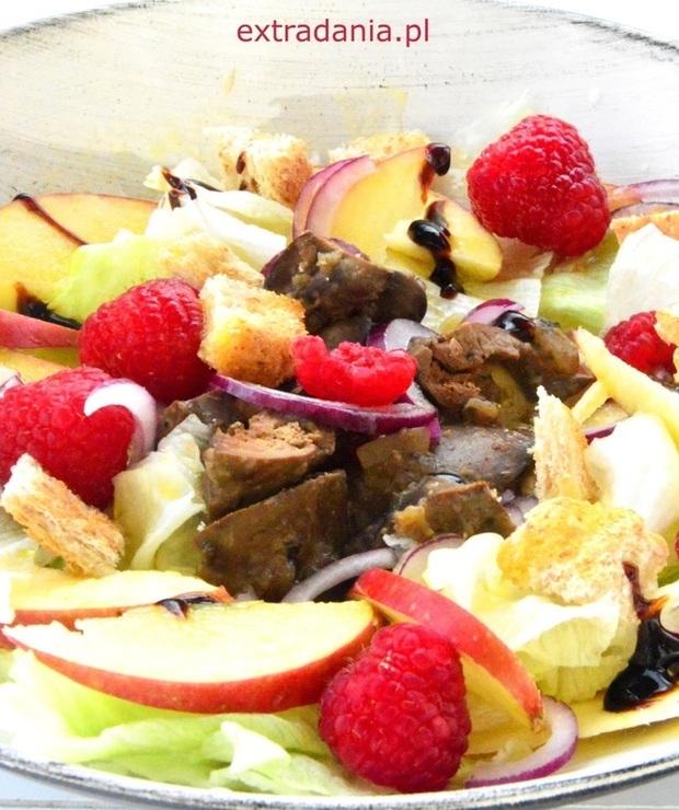 Sałatka z wątróbką, jabłkiem i malinami - Mięsne