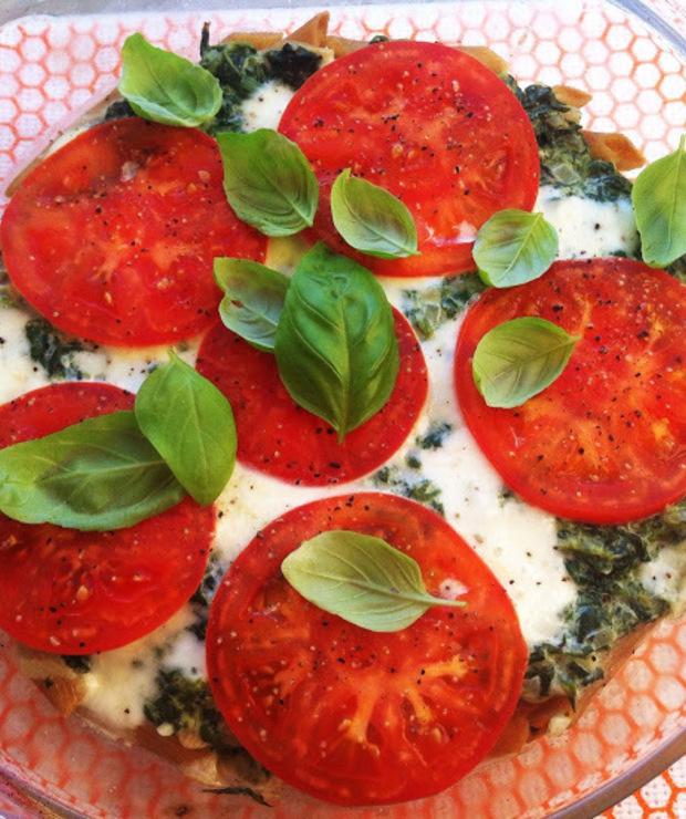 Zapiekanka makaronowa z szpinakiem, pomidorami i mozzarellą w wersji fit - Dania z makaronu