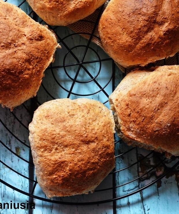 Bułeczki pszenne na śniadanie z miodem - Bułki