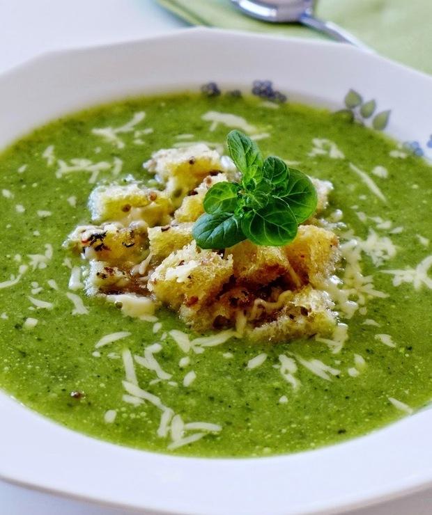 Zielona zupa krem z grzankami - Kremy