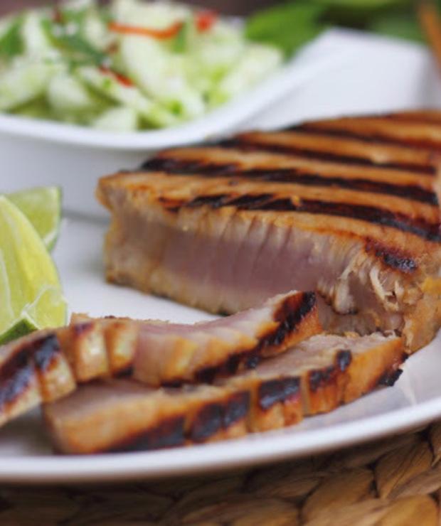Grillowany stek z tuńczyka z azjatycką mizerią - Tuńczyk