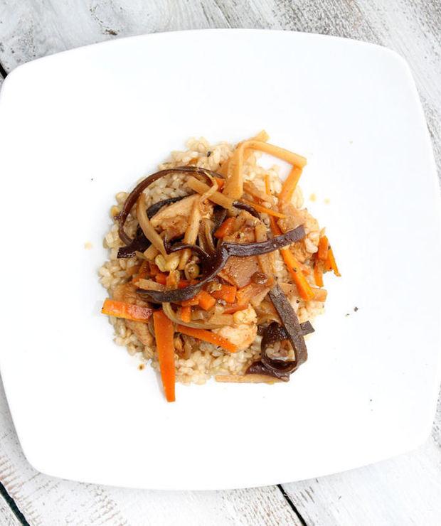 SOCZYSTY KURCZAK PO CHIŃSKU  - Dania z ryżu i kaszy