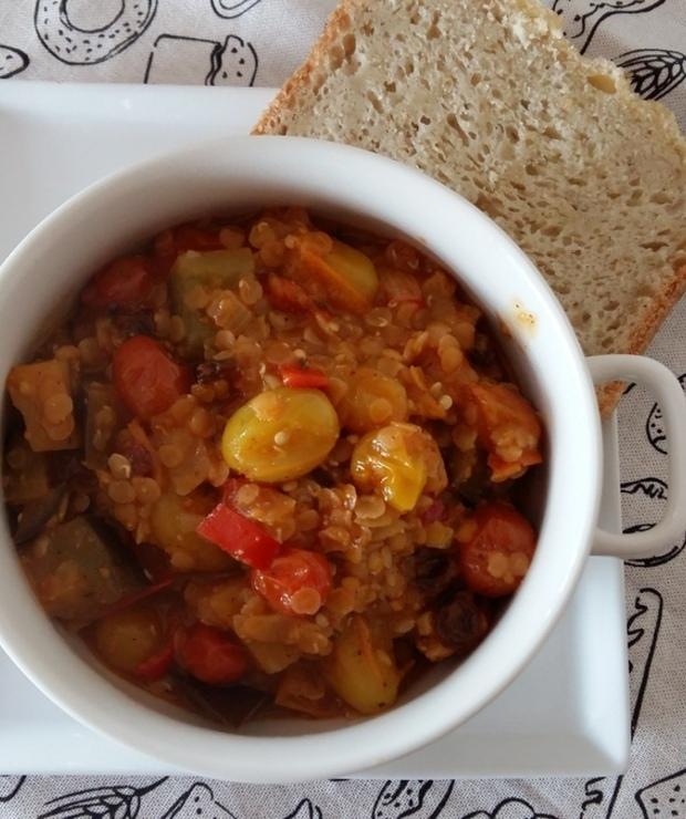 Gęsty aromatyczny gulasz z pomidorków, bakłażana i czerwonej soczewicy - Warzywa