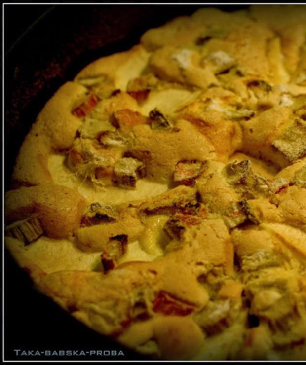 Szybkie ciasto biszkoptowe z rabarbarem i jabłkami - Biszkopty
