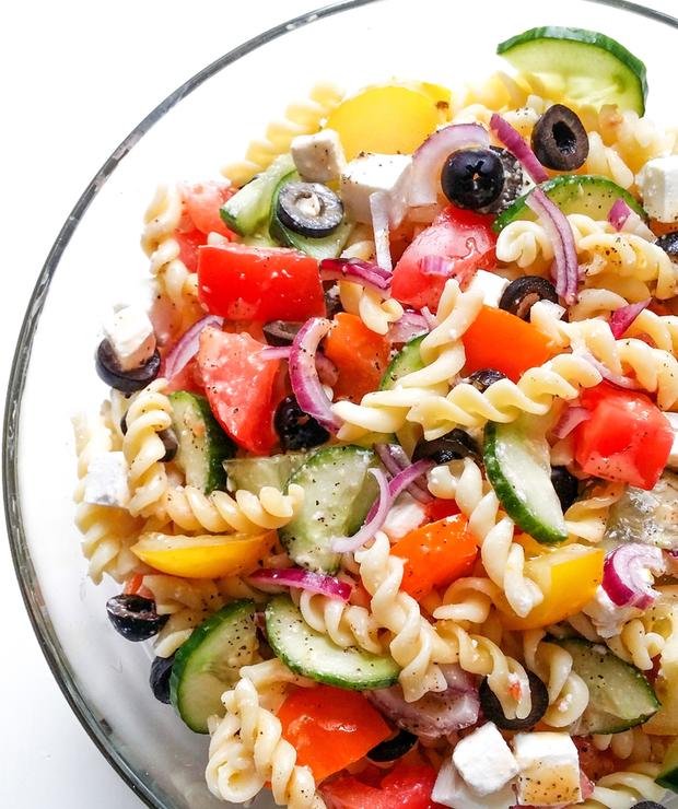 śródziemnomorska sałatka z makaronem - Surówki