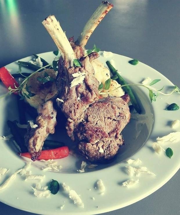 Cielęcina z grillowanymi warzywami i świeżym chrzanem - Cielęcina