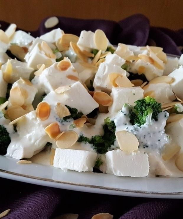 Salatka Z Kurczakiem Brokulami I Serem Feta Targ Smaku