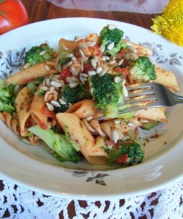 Makaron z pomidorami i brokułem - Warzywa