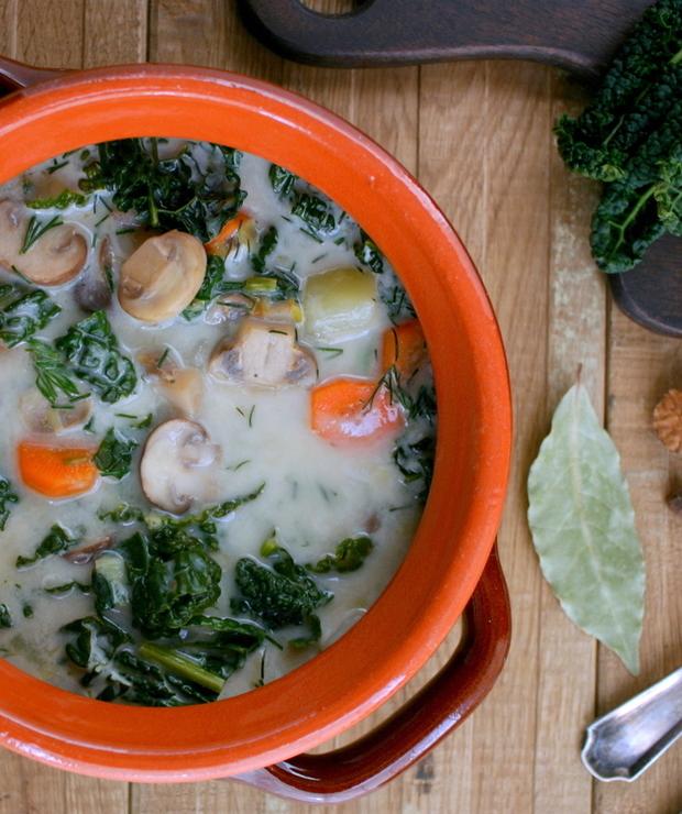 Zupa pieczarkowa z cavolo nero lub jarmużem - Z warzywami