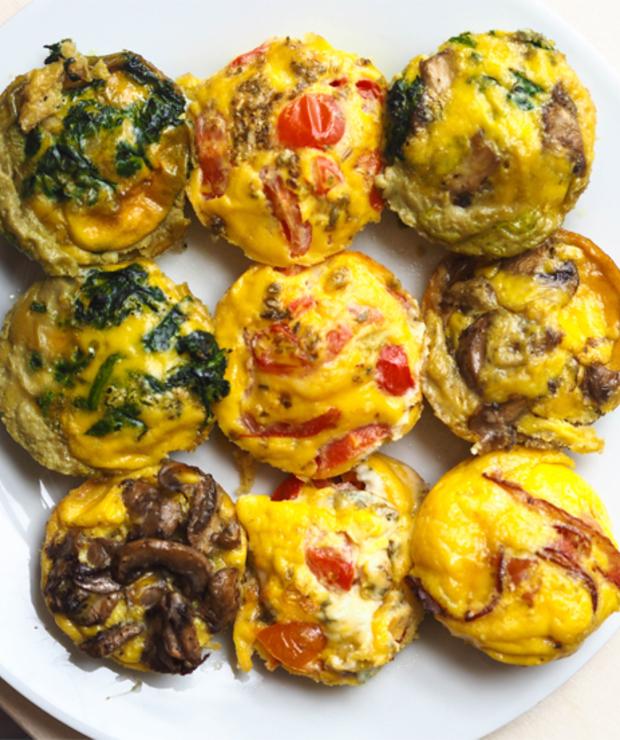 Pomysł na śniadanie – przepis na muffiny jajeczne w 5 minut - Dania główne