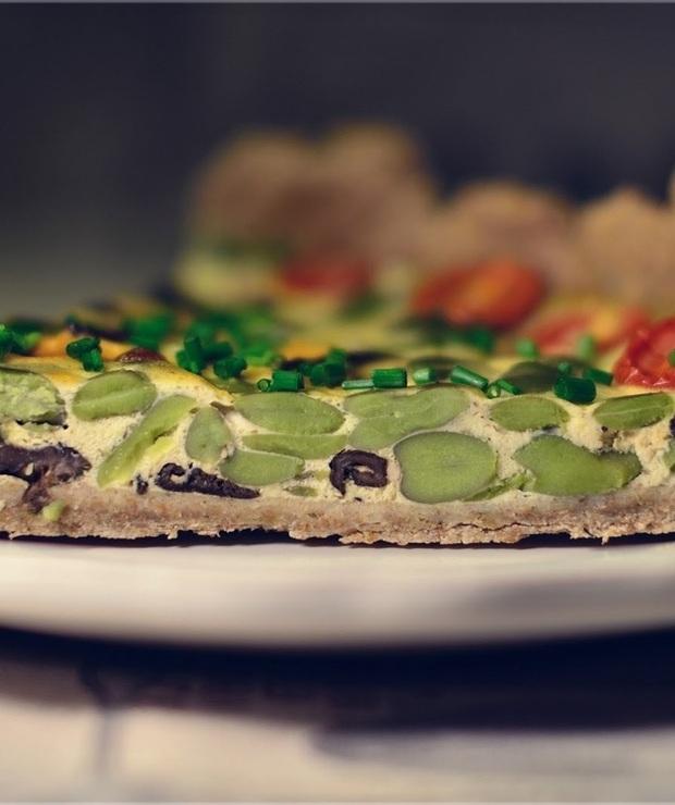 Pełnoziarnista tarta z bobem i suszonymi grzybami - Warzywa