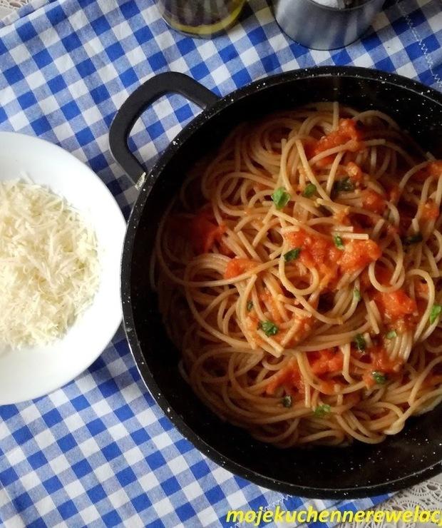 Spaghetti z sosem z pieczonych pomidorów - Dania z makaronu