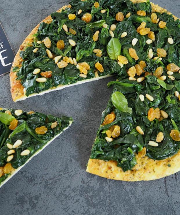 PIZZA ZE SZPINAKIEM, RODZYNKAMI I PESTO - Pizza i calzone