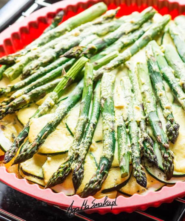 Zapiekanka ze szparagami zielonymi pod serem z nerkowców - Warzywa