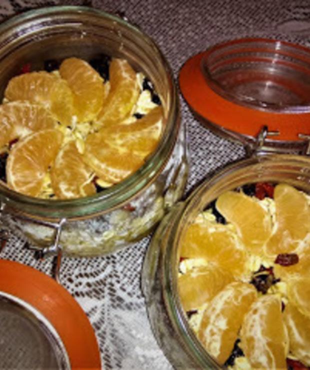 Słoikowa owsianka o smaku szarlotki z białą herbatą. - Musli i podobne