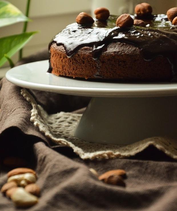 Ciasto czekoladowe z orzechami i migdałami - Ucierane