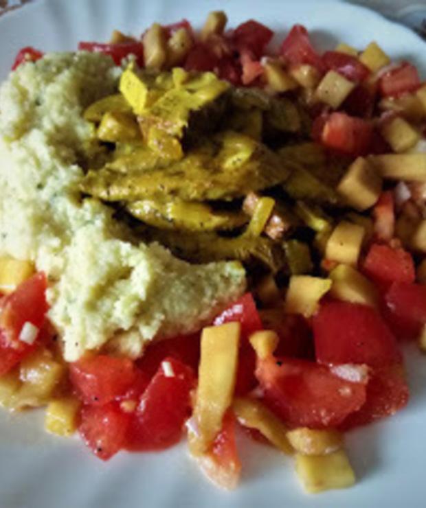 Carry z boczniaków i wędzonego tofu z kaszą jaglana i sałatką z mango i pomidorów. - Warzywa