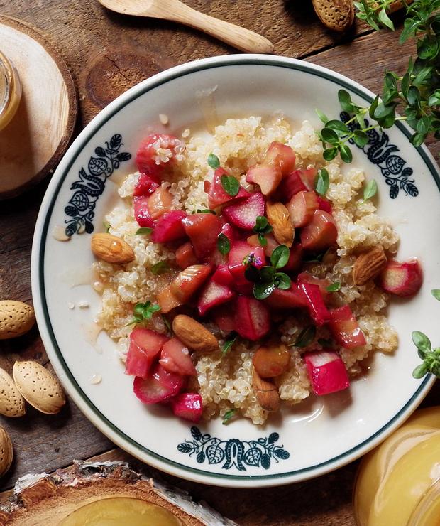 Quinoa z rabarbarem, miodem, tymiankiem i gorzkimi migdałami - Bezglutenowe