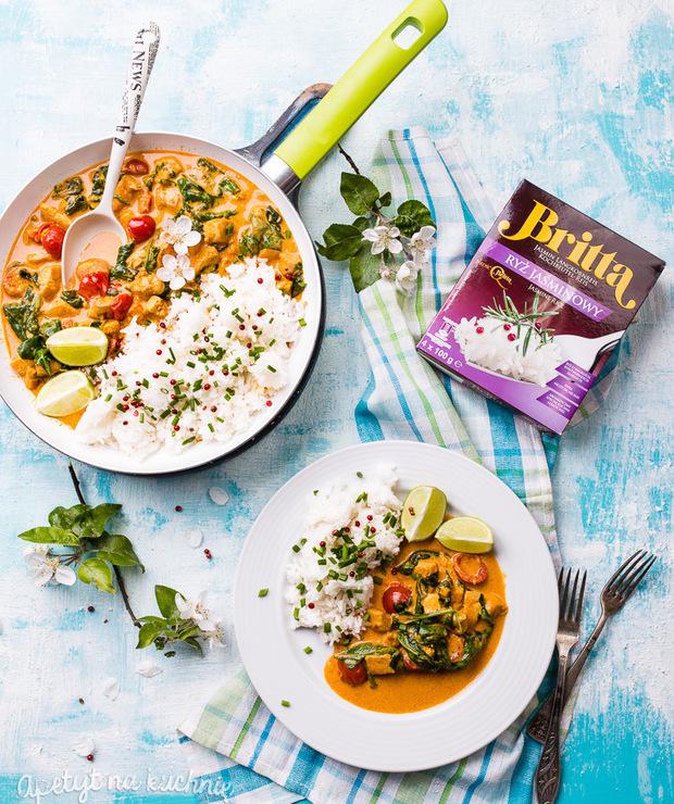 Curry zkurczakiem, szpinakiem iryżem jaśminowym - Drób