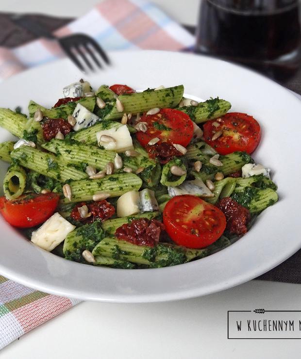 Penne ze szpinakiem, suszonymi pomidorami i gorgonzolą - Dania z makaronu