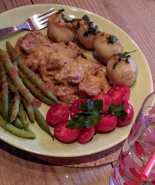 Delikatna potrawka z cielęciny ze śmietanowo-chrzanową nutą - Cielęcina