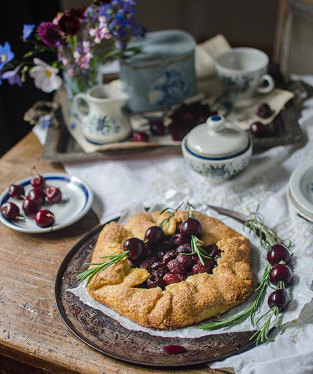 Galette. Rustykalna tarta z czereśniami i rozmarynem - Tarty